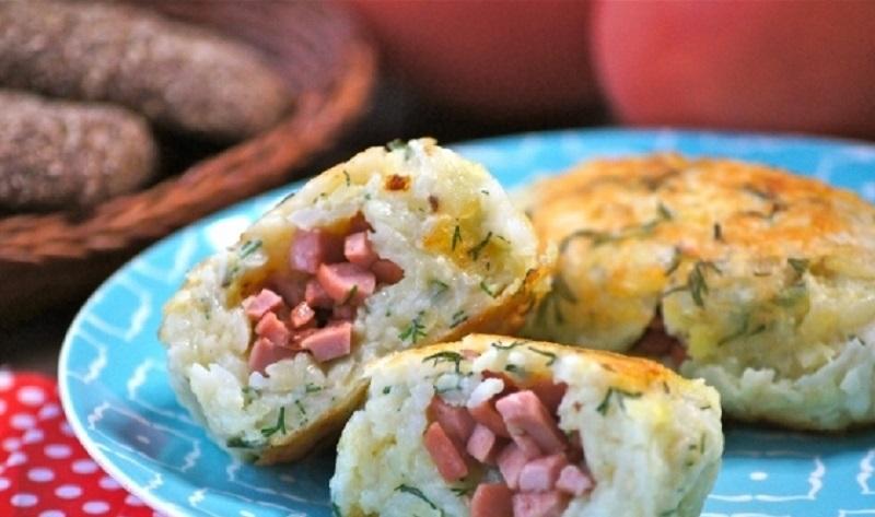 Картофельные зразы с сосисками: аппетитный перекус для всей семьи