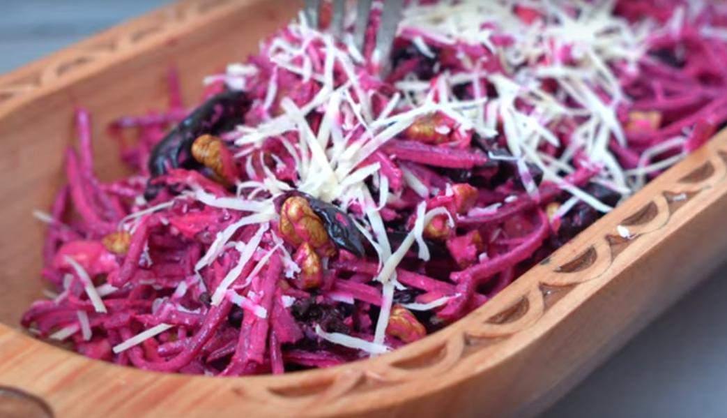 Салат из свеклы - простой и  потрясающе вкусный