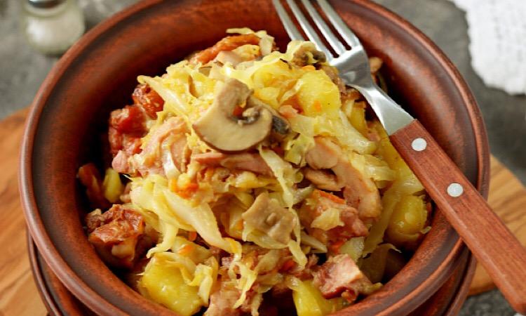 Вкуснейшая тушеная картошка с капустой, грибами и копченой курицей