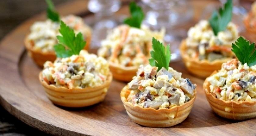Салат из грибов с корейской морковью: подаем в тарталетках