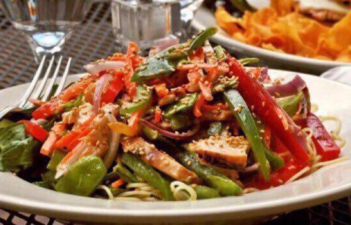 Мега вкусный салат с куриной грудкой и соевым соусом