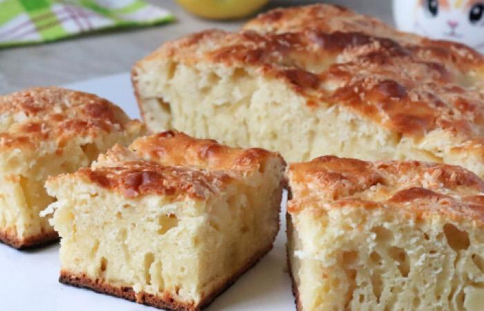 Восхитительный заливной пирог с яблоками на молоке