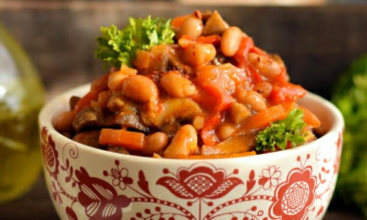 Очень аппетитная фасоль с грибами по-домашнему