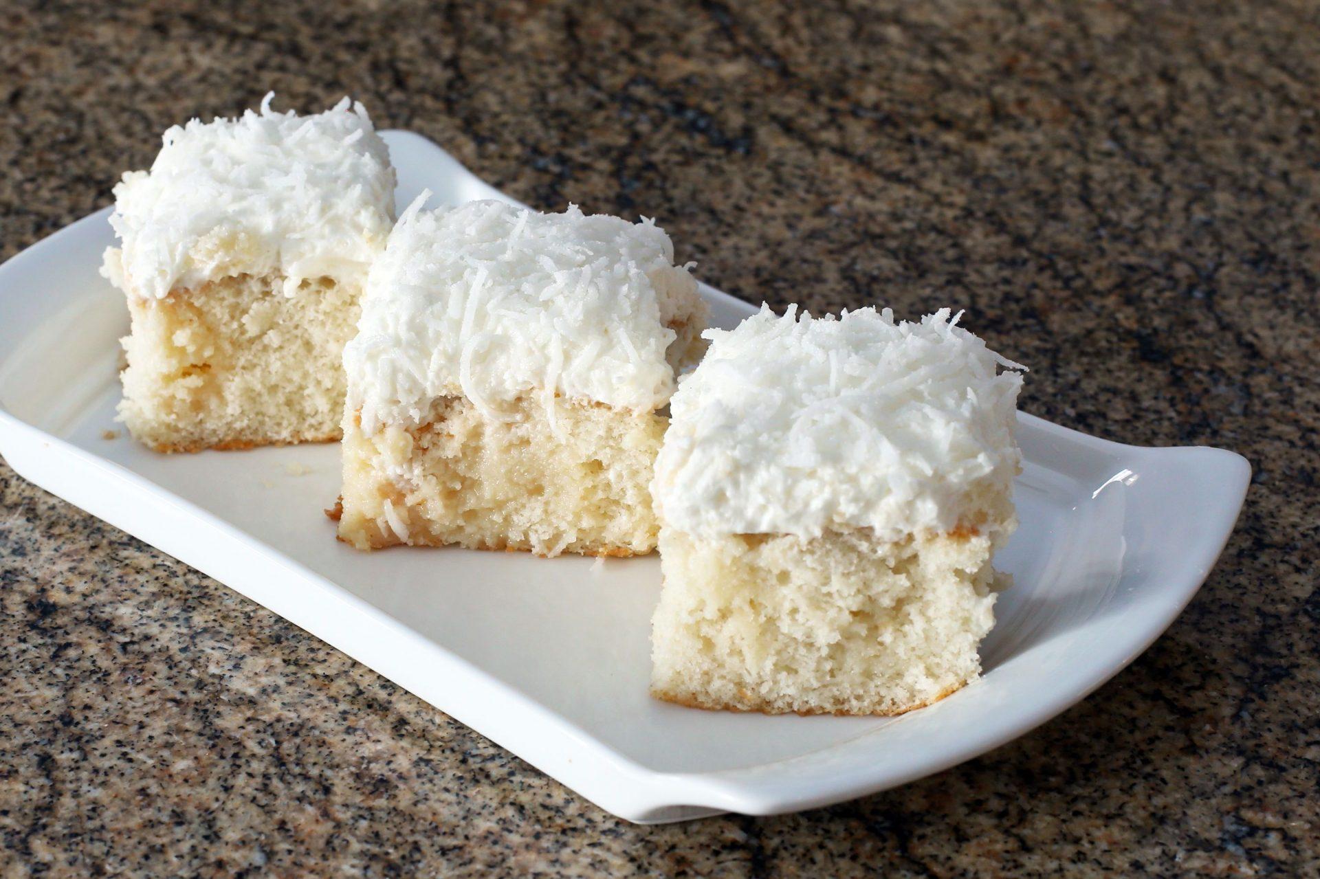 Нежный кокосовый пирог для домашнего чаепития