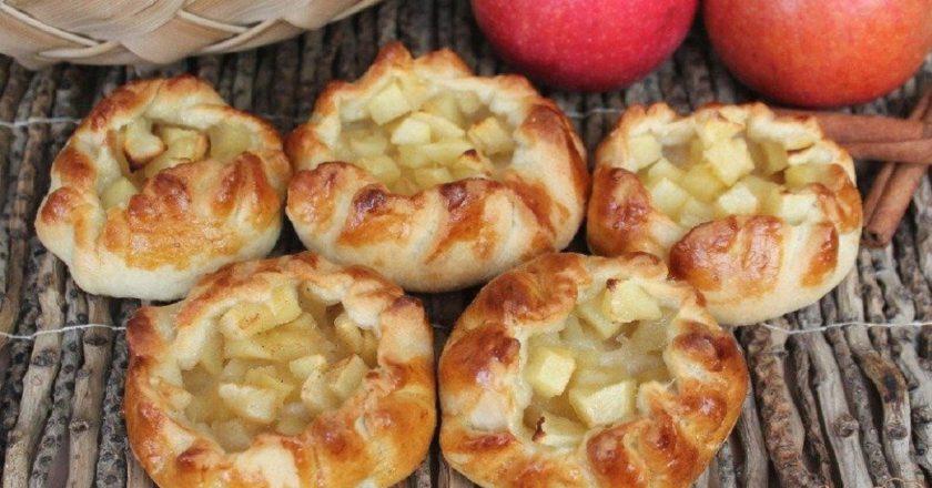 Открытые пирожки с яблоками: простой рецепт вкусной выпечки