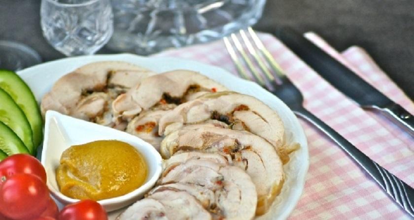 Рулет из куриных бедрышек: замечательный завтрак или праздничная закуска