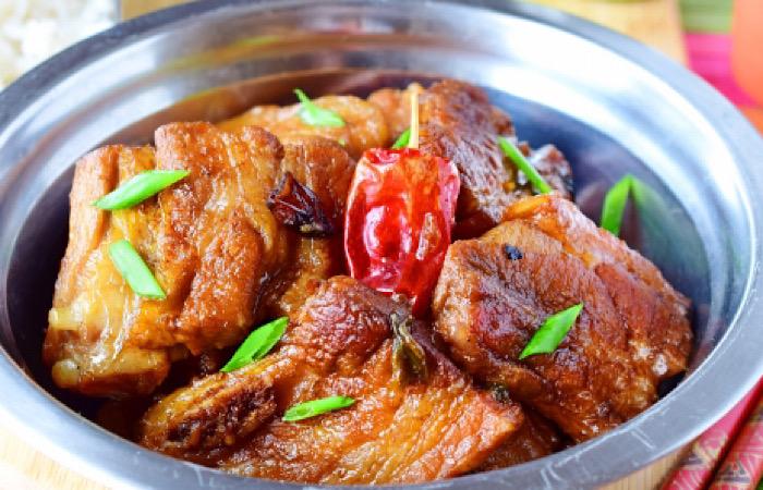 Очень аппетитная свиная грудинка по-китайски