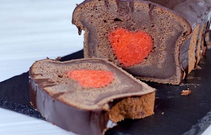 Интересный двуцветный кекс с сердечком