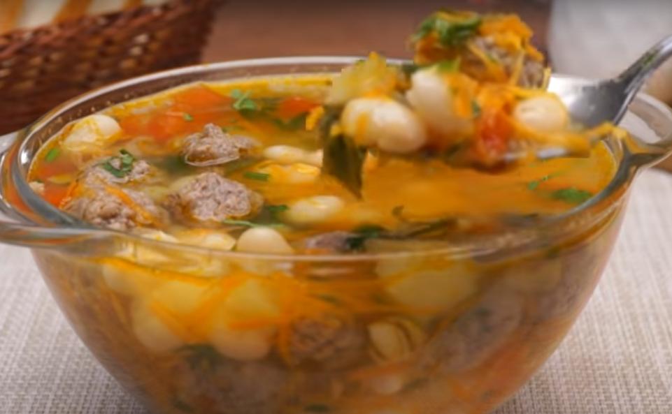 Суп с фрикадельками и фасолью: идеальное блюдо к обеду