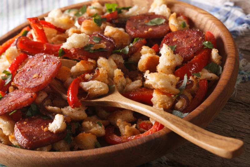 Блюда из черствого хлеба: 5 классных рецептов на завтрак, обед и ужин