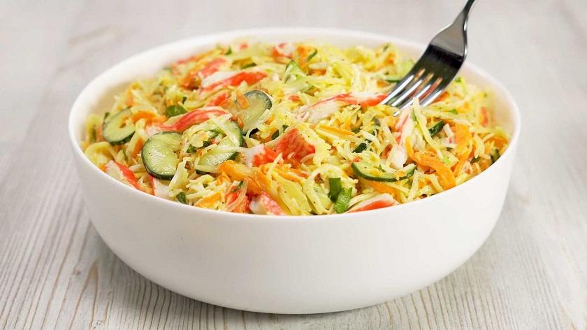 Овощной салат с крабовыми палочками: легкий и аппетитный