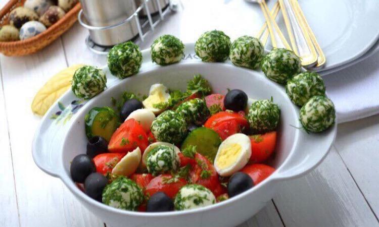 Отменный овощной салат с сырными шариками