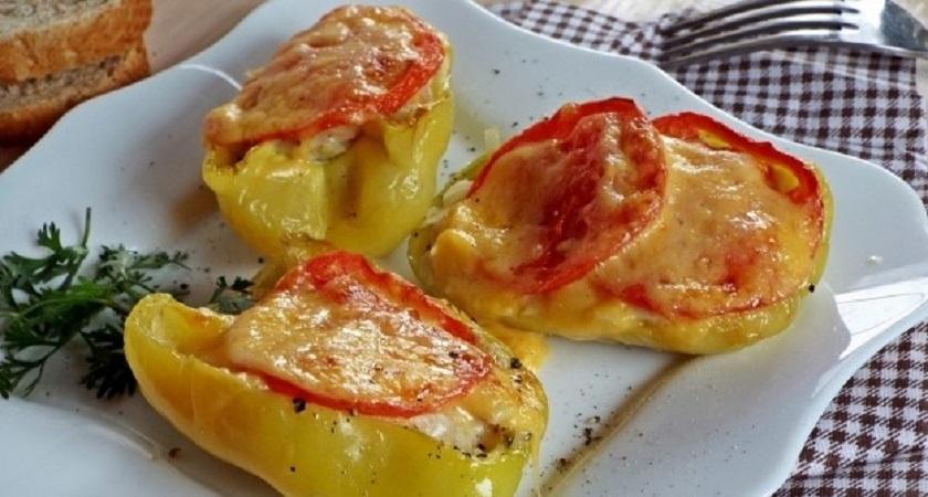 Перец с картофелем и курицей, запеченный в духовке: совсем не хлопотное блюдо