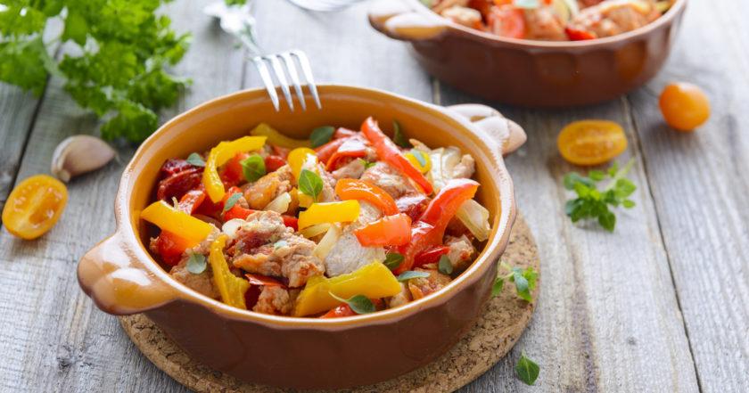 Овощное рагу с куриным филе: простое сытное блюдо