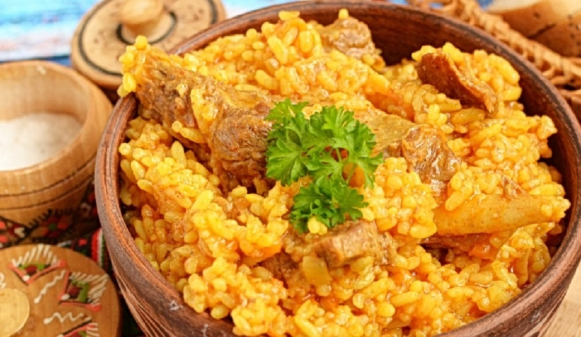 Плов из пропаренного риса со свининой: более полезный и рассыпчатый