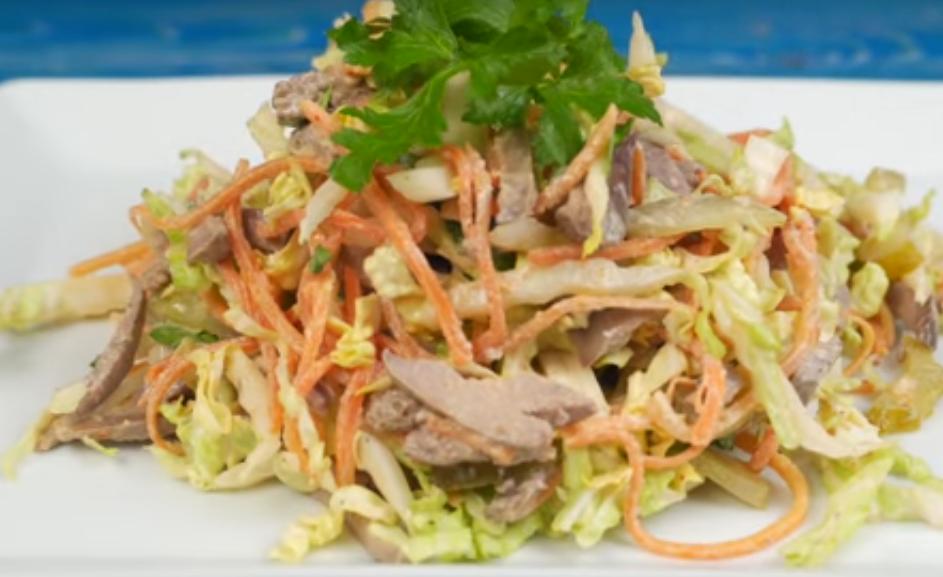 Салат из куриной печени с пекинской капустой