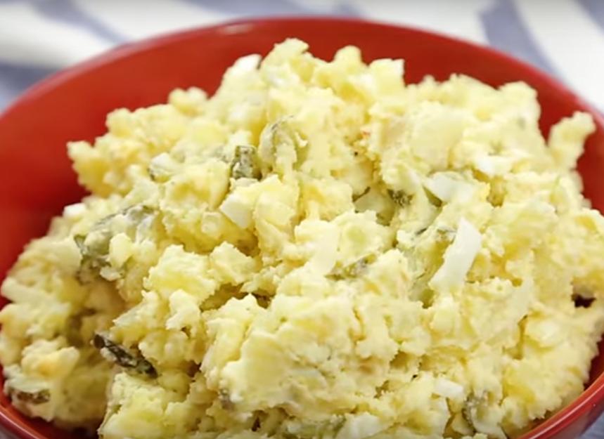 Картофельный салат - отличное дополнение к обеду