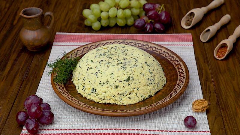 Идеальная троица для семейного обеда: сало, хлеб и нежный сыр своими руками