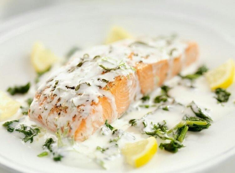 Вкуснейший лосось запечённый под соусом из трав