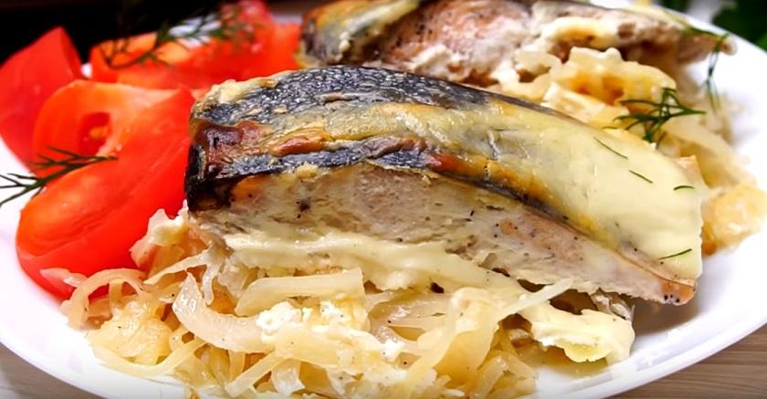 Капуста, запеченная с рыбой: объедение на ужин для всей семьи