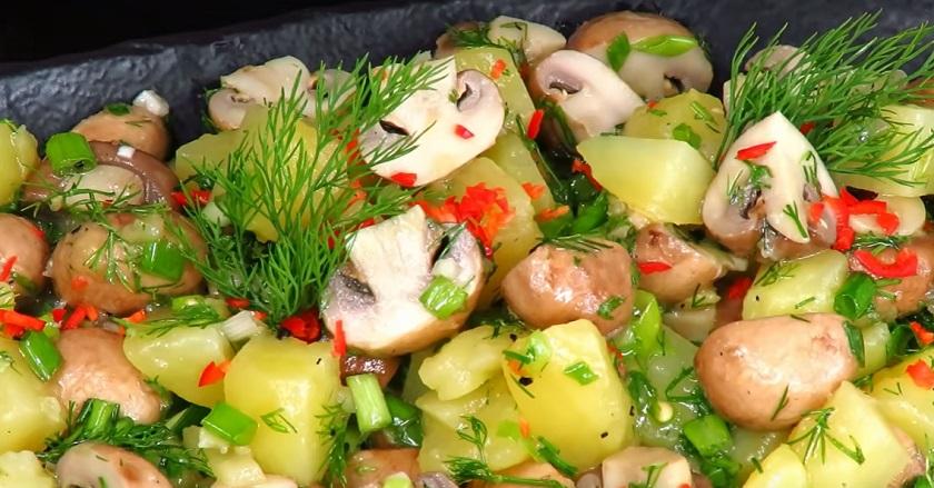 Простой закусочный салат из двух ингредиентов: быстро и вкусно