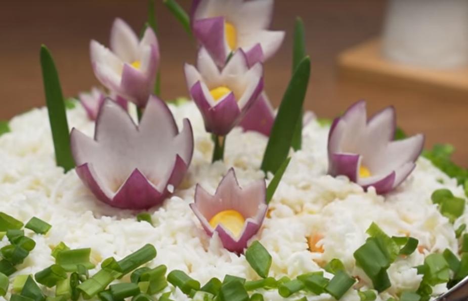"""Умопомрачительный салат """"Полянка с цветами"""""""