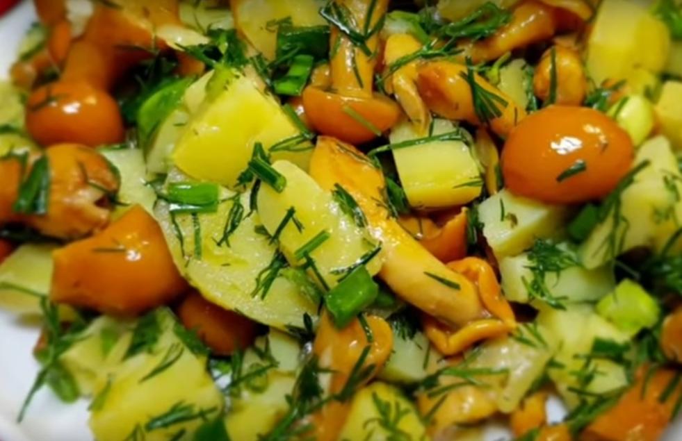 Постный салат из картофеля с грибами