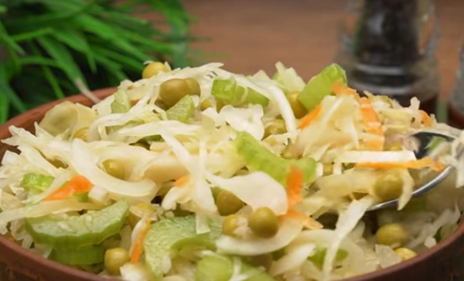 Салат из квашеной капусты за 5 минут