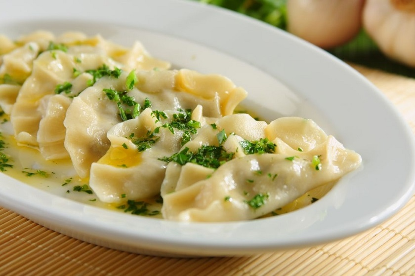 Вареники с сырой картошкой: несколько необычных, но очень вкусных рецептов