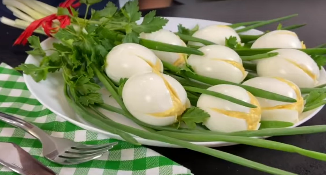 """Простая закуска из яиц """"Белые тюльпаны"""""""