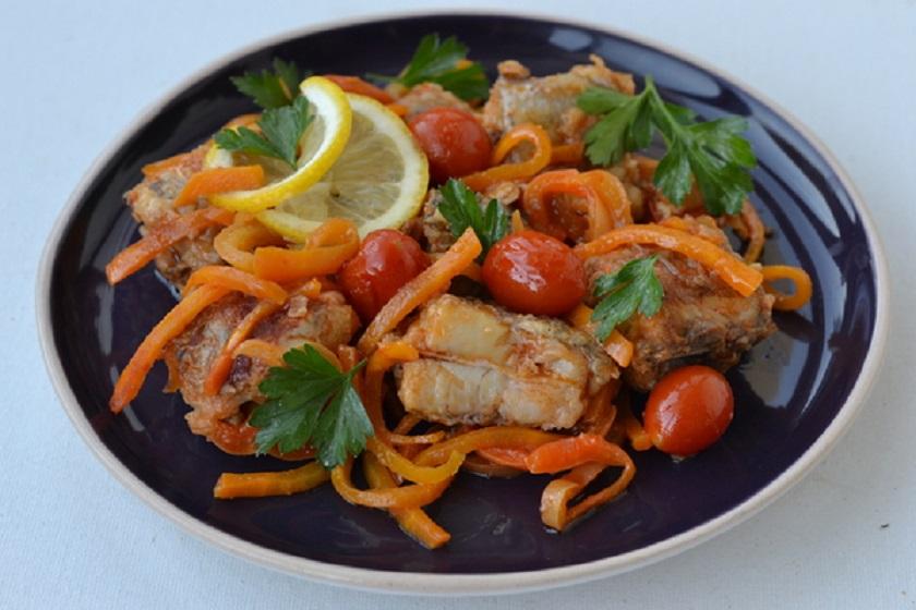 Путассу, тушеная с овощами: сочная и нежная рыбка на ужин