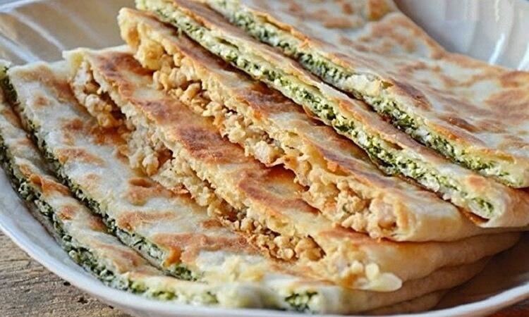 Обалденные турецкие лепешки с мясом, сыром и шпинатом