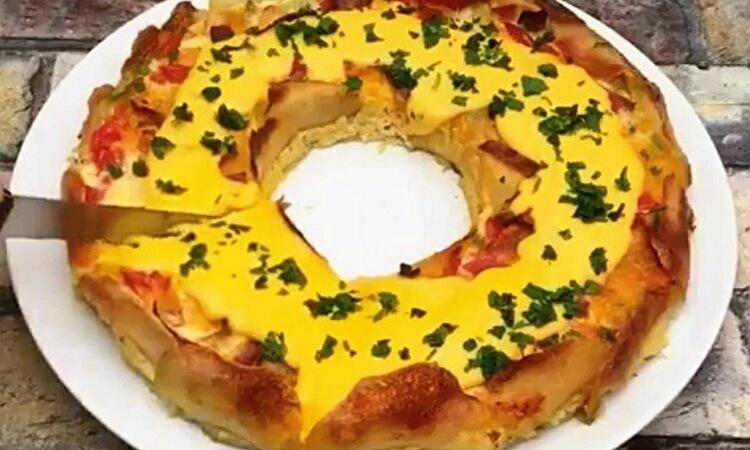 Очень аппетитный картофельный пирог