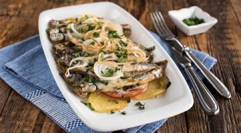 Нежная мойва на сковороде: большие секреты маленькой рыбки