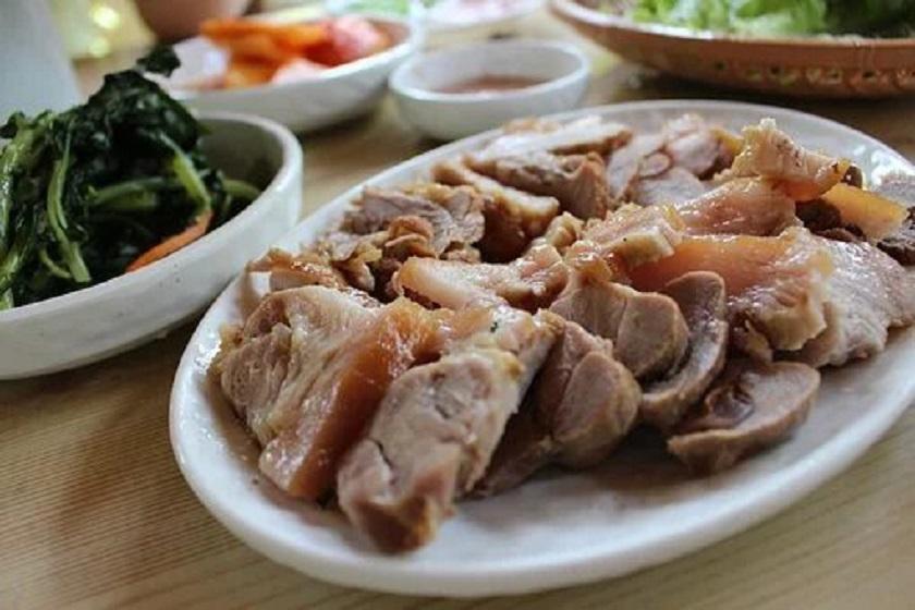 Мясо в казане или «шашлык по-узбекски»: пока нельзя выехать на природу