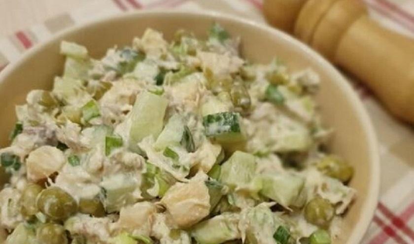 Простой салат из доступных продуктов:  «Рыбачка» понравится всем!