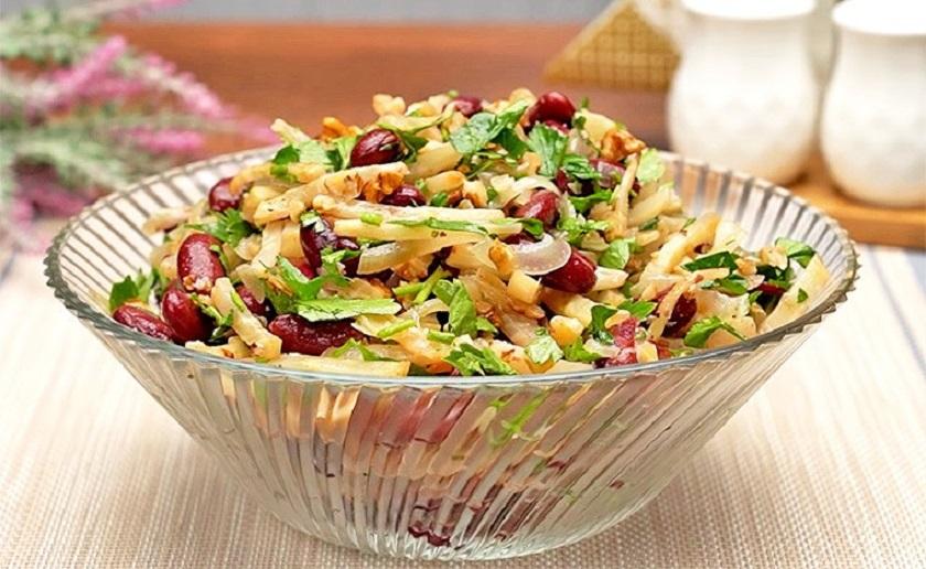 Новый удивительный салат: съедается в один миг