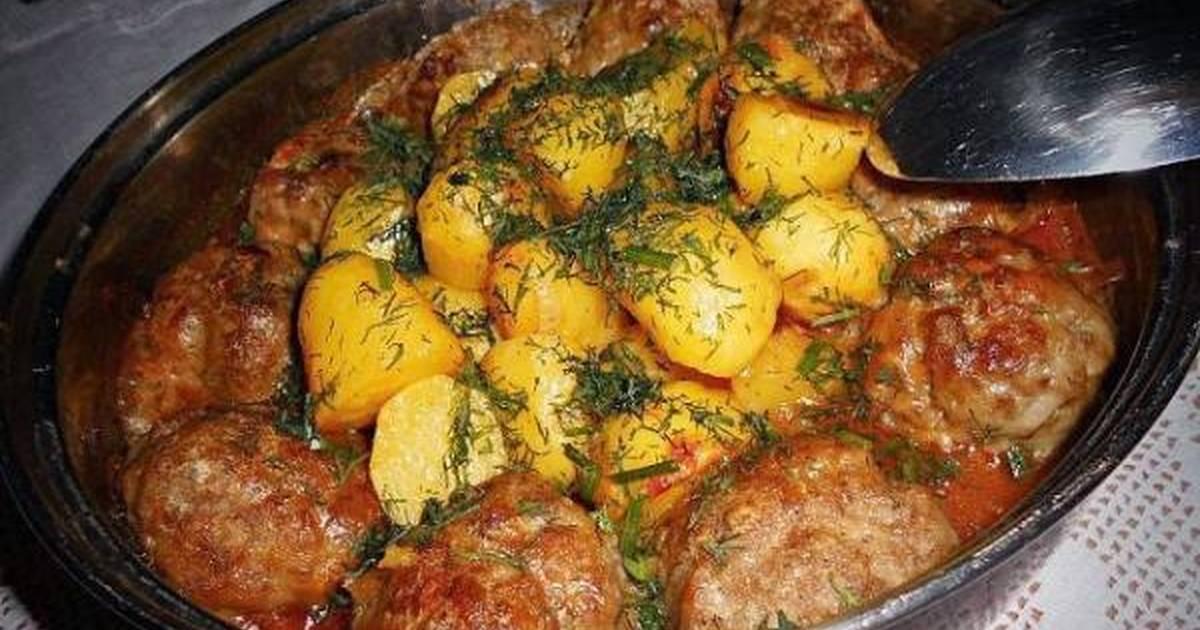 Супер ужин: котлетки, тушеные с картофелем