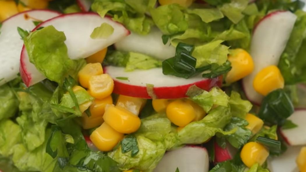 Весенний салат с редиской