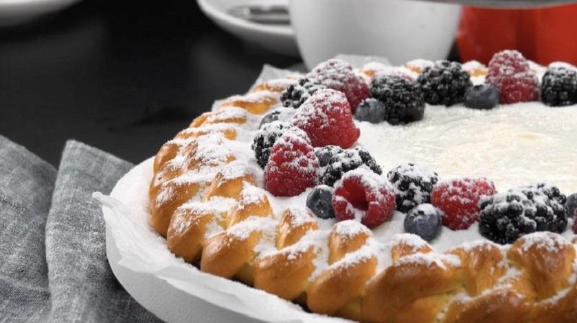 Простой пирог-косичка с кремом: красивая и очень вкусная выпечка