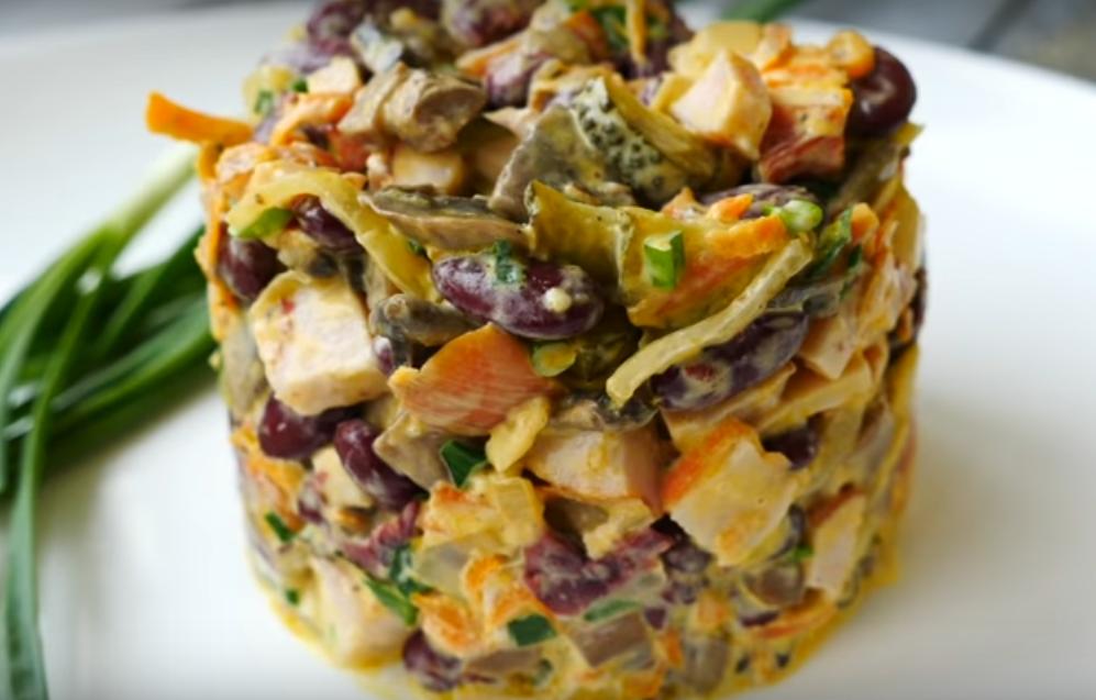 """Салат """"Сытый животик"""" - вкуснеший и невероятно аппетитный"""