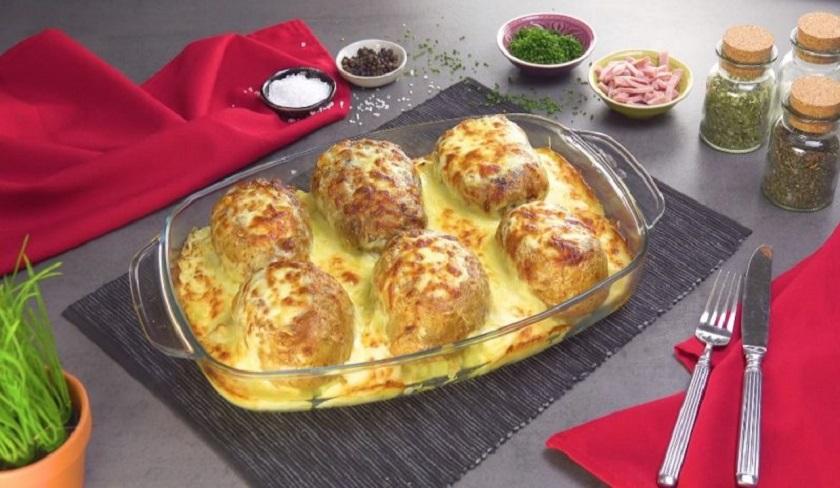 Печеный картофель с начинкой: объедение в сливочном соусе