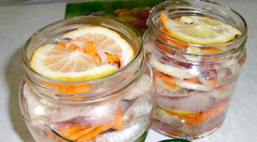 Солим рыбу в банке: два простых рецепта без уксуса