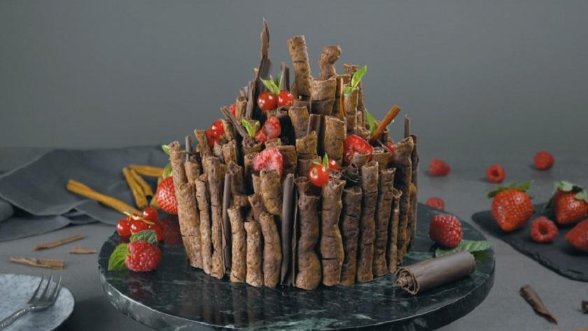 Шоколадный торт с безе «Зачарованный лес»: роскошный десерт без муки
