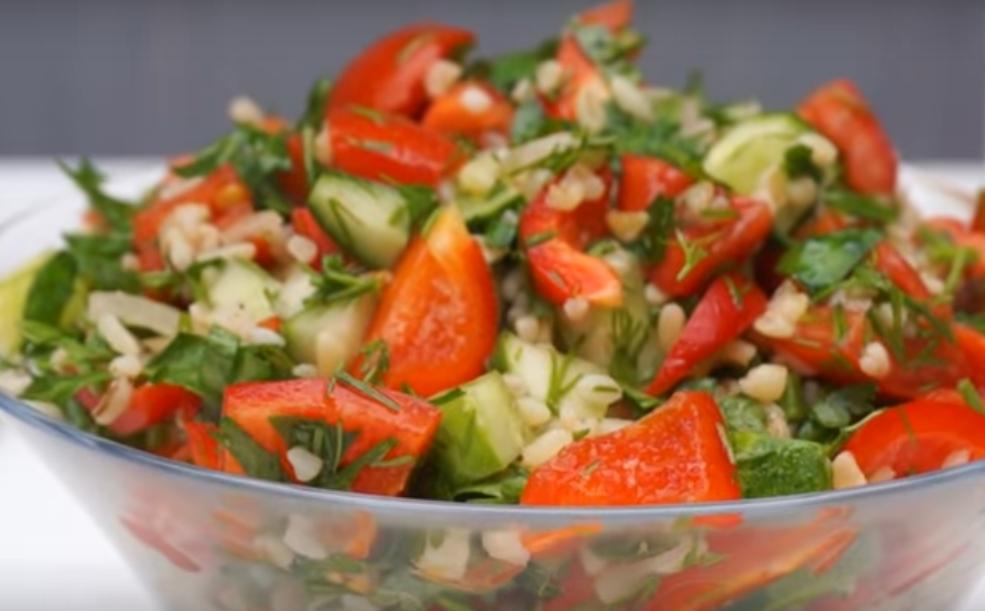 Изумительный салат с помидорами и булгуром