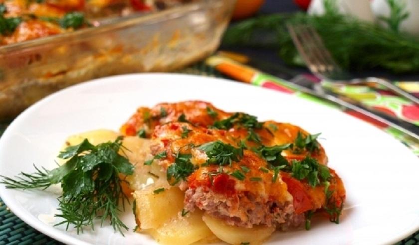 Картошка с фаршем и помидорам в духовке: блюдо на каждый день