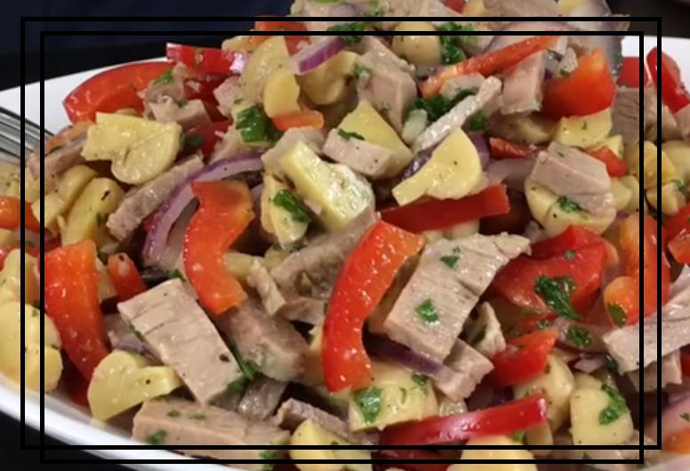 Бомбический салат по-деревенский с грибами и мясом
