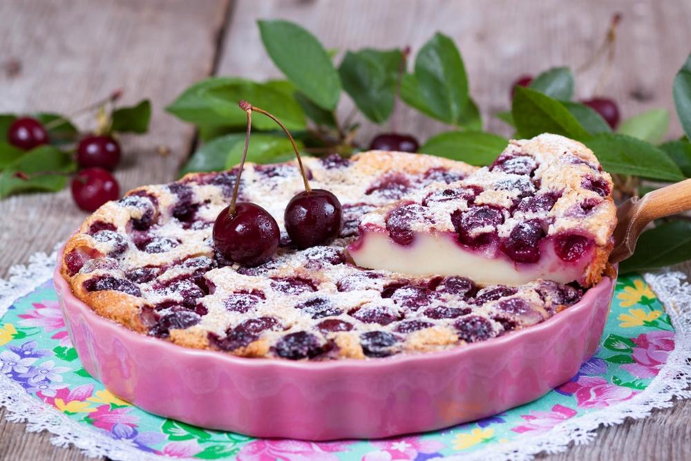 """Классический французский десерт """"Вишневый клаффути"""""""