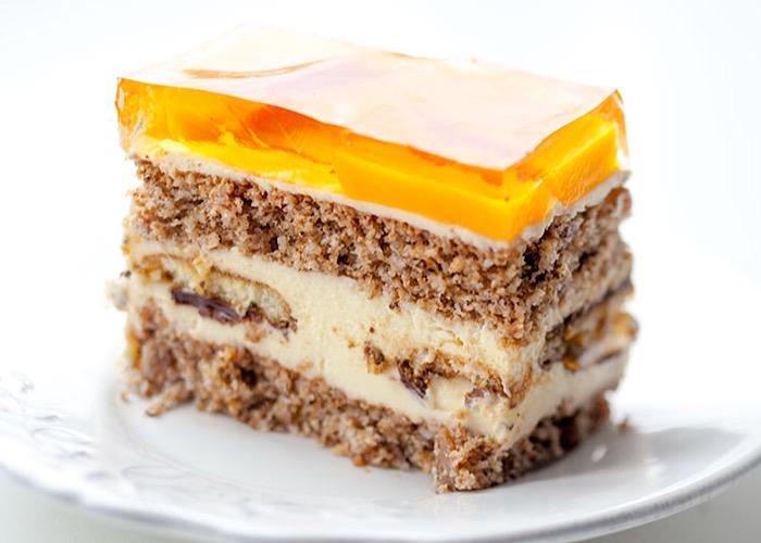 Божественный ореховый тортик с консервированными персиками