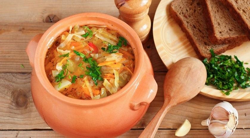Луковый суп с капустой и лимонным соком: отменный вкус и море витаминов